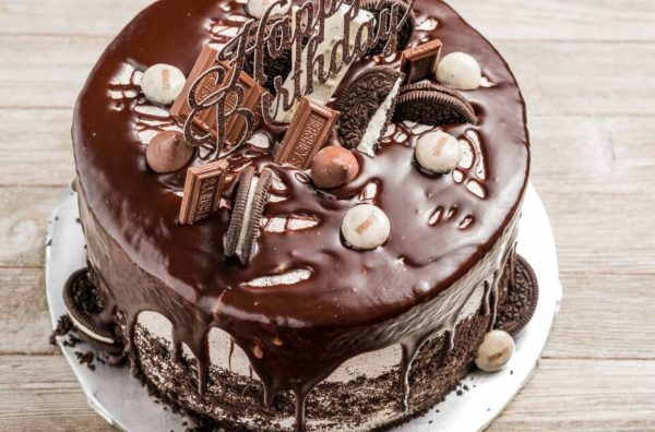 Cookies and Cream Cake by Sugar Love Bakery